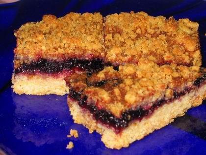 Тертый пирог с малиновым джемом