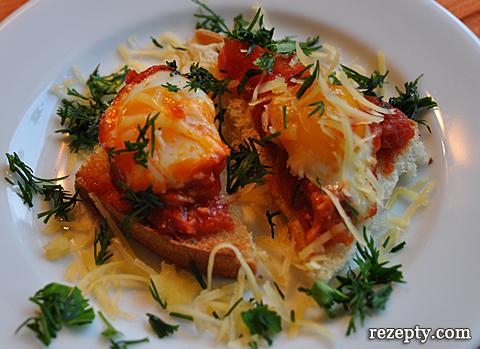 яйца пашот в томатном соусе