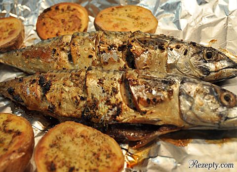 Печеная рыба скумбрия на гриле