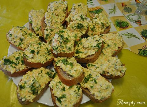 бутерброды с сырным салатом
