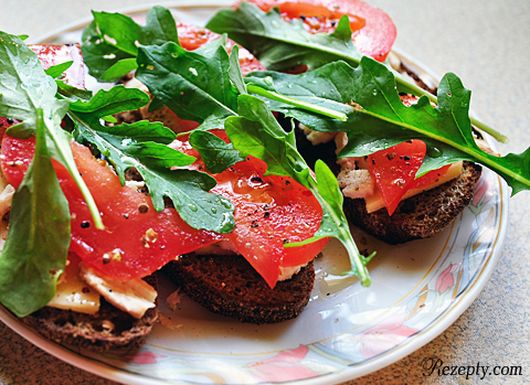 бутерброд с рукколой фото